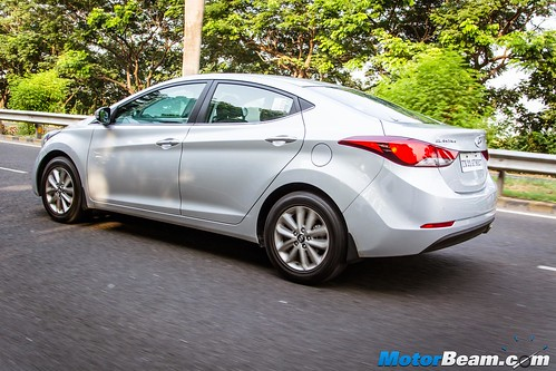 2015-Hyundai-Elantra-01