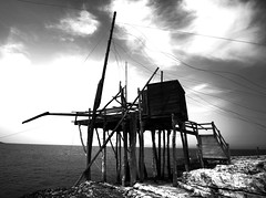 ITA-Vieste fishing house (Joliment Nous) Tags: sea sky blackandwhite bw fish clouds canon dark vacances blackwhite holidays europe italia lift nb ciel 1018 nuages poisson puglia vieste carrelet seascap pouilles