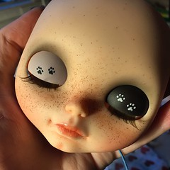 Good night #socalledblythecustomdolls #socalledblythe #blythe #blytheaday #blythedoll #blythecustom #blythestagram #bigeyes #bigeyesdoll #artdoll #doll #dollinsta #dollstagram #dollycustom #ooak #ooakblythe #kittytracks #yinyang