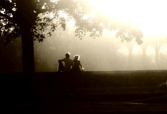 Evening (Torsten Reuschling) Tags: light blackandwhite bw monochrome contrast evening abend licht couple lumire paar sw soire rhein amoureux blancetnoir schwarzweis dsselforf