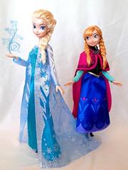 Signature Collection Elsa & Anna Of Arendelle by Mattel (honeysuckle jasmine) Tags: anna frozen dolls princess disney queen elsa mattel arendelle