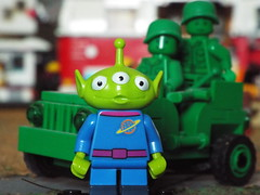 Little Green Men (Paranoid from suffolk) Tags: toys lego toystory alien disney collection bags collectible minifigs 2016 minifigures littlegreenmenblind