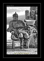 "VENDEDORA DE FRUTOS SECOS (CODIGO DE LUZ ""El Fotgrafo"") Tags: blackandwhite bw byn blancoynegro portugal monocromo mujeres nazare seora brancoepreto faldas vendedoraambulante tipismo pepegutierrez pgutierrez cdigodeluz sietesaias"