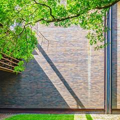 Deere Shadow Stripe (ken mccown) Tags: architecture illinois modernism eerosaarinen moline johndeereheadquarters