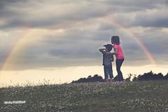Abre los ojos (estersinhache) Tags: color arcoiris children 85mm paisaje nubes canon5d childphotography