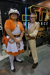 Phoenix Comicon 2016 Cosplay (V Threepio) Tags: robot starwars costume cosplay posing cosplayer droid 2016 bb8 phoenixcomicon phxcc