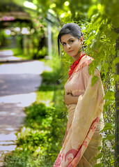Suchona (Safaria Suhas) Tags: outdoor portrait red safaria sari green pretty daylight depth dreamylook light canon ramna bangladesh dhaka look cute cutegirl cutelook costume color colors people