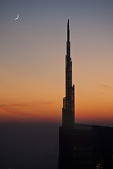 Milano - Guglia Unicredit (Deivid82) Tags: milano gugliaunicredit unicreditspire grattacielo skyscraper moon sunset tramonto luna atardecer downtown milan rascacielo
