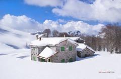 Refugio de Egiriñao (Jabi Artaraz) Tags: winter landscape nieve paisaje invierno zb elurra gorbea baserria caserío egiriñao euskoflickr jartaraz paisajeinvernal