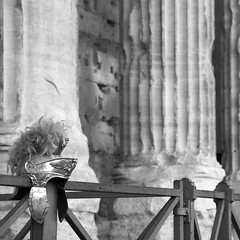 roma ! (ewaldmario) Tags: italien rome roma monochrome square nikon dof roman helmet rom helm colum d800 sulen latium piazzadipietra ewaldmario campodimarzio anitik rom2014