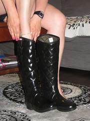 Hunter Regent barefoot (jazka74) Tags: wellies rubber boots hunter regent barefoot fun anklet hot wife