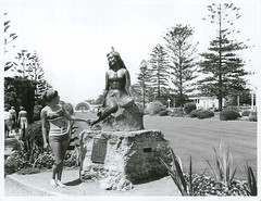 Statue of Pania of the Reef, Napier, New Zealand (Archives New Zealand) Tags: newzealand statue 1954 nz archives northisland maori marble napier hawkesbay pania paniaofthereef maorimythology newzealandhistory archivesnewzealand nzhistory archivesnz nationalpublicitystudios