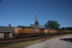 53554 (richiekennedy56) Tags: usa lawrence unitedstates kansas unionpacific ac44cw railphotos douglascountyks donballcurve up5970 up6448