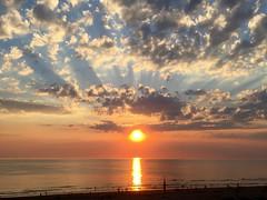 Zonsondergang Egmond. Sunset Egmond. (elsa11) Tags: egmond egmondaanzee beach strand zonsondergang sunset northsea noordzee nederland netherlands noordholland nordsee