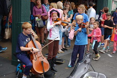 Street Performers, Pike Place Market (Steve W Lee) Tags: performers streetperformers childperformers musicians trio pikeplace pikeplacemarket seattle washington childstreetmusicians musicaltrio kids classicalperformers cello violin viola