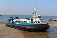 Island Express - Ryde Hoverport (matty10120) Tags: old island freedom boat express isle 90 withdrawal wight hovercraft hovertravel of