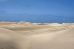 Mar de arena... (Leo ) Tags: grancanaria arena cielo dunas maspalomas