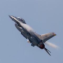 USAF General Dynamics F-16CM Fighting Falcon 91-0376 'SW' (Hugh Dodson) Tags: sunday ypsilanti sw usaf willowrun generaldynamics fightingfalcon 910376 f16cm thunderovermichigan2015