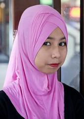 MYS058 Kuala Lumpur 04 - Malaysia (VesperTokyo) Tags: street pink girl scarf asia muslim malaysia kualalumpur malaysian youngwoman