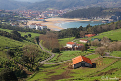 Gorliz and Plentzia villages (Mimadeo) Tags: houses sea beach coast spain village plentzia bizkaia gorliz euskalherria euskadi vizcaya basquecountry paisvasco plencia coastiline