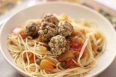 Almndegas de ervilha (anaclara_luppi) Tags: vegetarian meatballs comidavegetariana almndega eatsandshoots