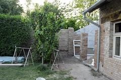 2015_Május_1332 (emzepe) Tags: building yard garden construction shed works utca column 37 otthon szín tavasz bal udvar kert sarok 2015 május épület építkezés oszlop hódmezővásárhely bercsényi nálunk hátsó oldali fedett munkálatok tartóoszlop
