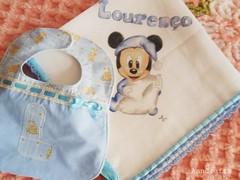 Fraldinha babete Loureno IV (AnnCrafts Artesanato) Tags: baby handmade bib beb pintadas pintura tecido bibe babetes pinturaemtecido fraldinhadebeb acessriosdebeb towelbabymouth produtosbeb