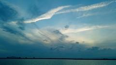 Anochecer desde las Salinas de San Pedro del Pinatar (Gabriel Navarro Carretero) Tags: blue sunset sea azul clouds mar nubes marmenor anochecer sanpedrodelpinatar
