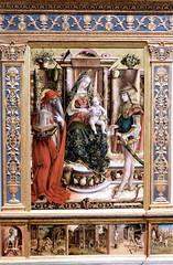 IMG_0412FA Carlo Crivelli. 1430-1494. Ascoli Piceno (Marches) La Madonna della Rondine. (The Madonna of the Swaflow) vers 1490.      Londres National Gallery. (jean louis mazieres) Tags: greatbritain london museum painting unitedkingdom muse nationalgallery londres museo peintures peintres carlocrivelli grandebretagne