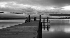 El muelle, las nubes y la montaa (Jos_MiguelR) Tags: newzealand blackandwhite water night muelle dock agua teanau