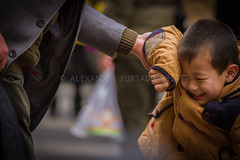 ADF_20140301_0471 (chiyowolf) Tags: chengdu sichuanprovince canoneos7d china streetscenes facesofchengdu peopleofchengdu playfulchild fatherandson youngboy depthoffield candidphotography smile 中国 travelphotography 成都 四川