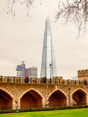 The Shard from The Tower of London (photphobia) Tags: tower toweroflondon london castle castillo fortress city oldwivestale cityoflondon outdoor architecture buildings building buildingsarebeautiful shard theshard