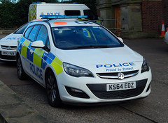 KS64EOZ (Cobalt271) Tags: ks64eoz northumbria police vauxhall astra sports tourer response vehicle proud to protect livery