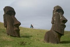 Selfie between Moai (glucamorettini) Tags: mahoi selfie isola di pasqua cile canon enigmi viaggi