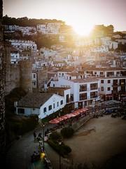 Anochece en Tossa de Mar (Gargomo ( Jos Luis )) Tags: epl3 mzd1250mm tossademar costabrava puestadesol calles