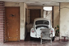 behind the bug (s@ssyl@ssy) Tags: life street door house home vw bug living chair seat garage cuba parked varadero wicker
