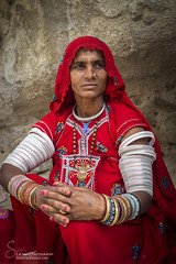 A Fine Portrait Baluchistan (S.M.Rafiq) Tags: pakistan red portrait rural women colorful asia dress religion dressing jewlery hindu sindh cultural rajhastan kuch hinduculture baluchistan tharparkar thari culturallife pakista smrafiq rajhastanthardesert