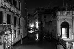 Nightshot (Meine Sicht) Tags: leica blackandwhite bw nightshot nacht sw monochrom schwarzweiss bergischgladbach fotokunst rauen leicam vollformat messsucher wwwrauenfotode elmarit2824mmasph venedig2016