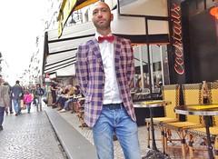 2015-04-11  Paris - Drôle d'endroit pour une rencontre - 58 Rue Montorgueil (P.K. - Paris) Tags: street people paris café french candid terrasse sidewalk april avril aprilinparis 2015