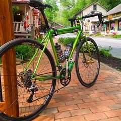 This bike never gets old. Photo credit @betepakkenpetebakken #weavercycleworks #custombicycles #steelisreal