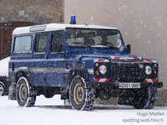 Gendarmerie | Land Rover Defender (spottingweb) Tags: winter mountain snow france car montagne cops 4x4 security voiture cop militarypolice land vehicle 17 spotted neige suv landrover secours spotting policeman urgence defender intervention gendarme gendarmerie scurit vhicule gendarmerienationale forcedelordre pghm gyrophare copvan spottingweb