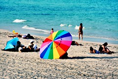 Somewhere Over The Rainbow (Billy W Martins ) Tags: praia beach umbrella rainbow nikon colorful miami parasol arcoris miamibeach arco southbeach southpoint ris colorido guardasol beachumbrella southbeachpark southmiamibeach d7100