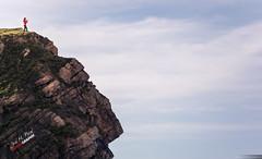 Una foto para el Facerock (Jose M. Peral) Tags: espaa naturaleza horizontal europa foto perfil paisaje personas peligro cielo nubes invierno es santander roca acantilado cantabria piedras airelibre caida erosin peligroso liencres robados