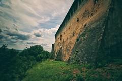 Ronneburg... (hobbit68) Tags: sky sonne clouds tr turm sonnenschein alt sommer himmel haus wolken outdoor dcher canon old verfallen ruine sunset gebude burg