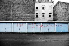 so viel liebe... :) (joachim.d.) Tags: love garage cologne kln liebe hinterhof garagenhof selectcolour