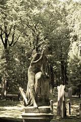 the pondering angel (Harm Roelofzen) Tags: castle cemetery graveyard statue angel arnhem engel beeld kasteel kerkhof rosendael rozendaal