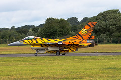 Belguim F-16A painted in Tiger Colours (wells117) Tags: canon tiger airshow f16 belguim militaryaviation fairford riat 2016 generaldynamics f16a raffairford airtattoo gloustershire fightingfalcon fa77 tigersquadron 700d 31sqn royalinternationairtattoo belguimairforce july2016 clivewells fairford2016 803568 8thjuly2016