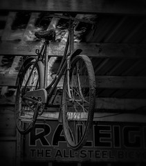 """Mono - """"Raleigh Amblin Inspiration"""" (Ian Johnston LRPS) Tags: classic bike bicycle mono nikon spokes pipes may event tyres 40s d800 peddles 2015 calbournemill"""