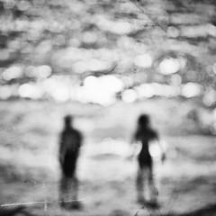 The shining (Mister Blur) Tags: sea blackandwhite bw blur blancoynegro beach nikon couple bokeh together dots rivieramaya felizaniversario d7100 blurism