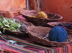 Novelos em exposio (gui_arantes93) Tags: wool alpaca peru southamerica inca cores colours balls amricadosul l chinchero novelo tawantinsuyu